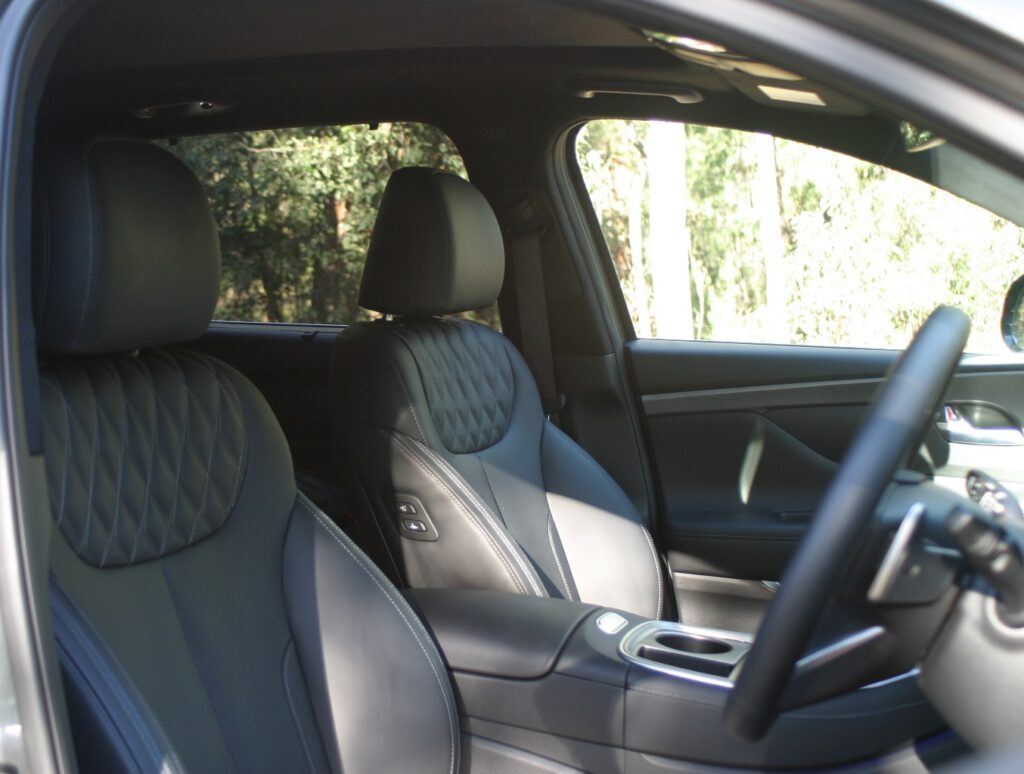 Hyundai Santa Fe Highlander V6 Petrol front seats