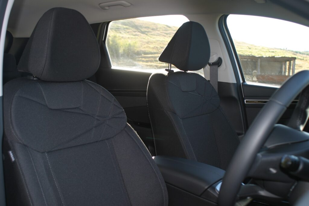 Hyundai Tucson front seats